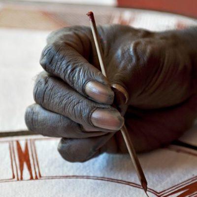 Aboriginal artist at work at the Injalak Art and Craft Centre (Gunbalanya)