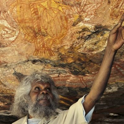 Tommo sharing his wealth of aboriginal rock art knowlege with visitors in Arnhem Land
